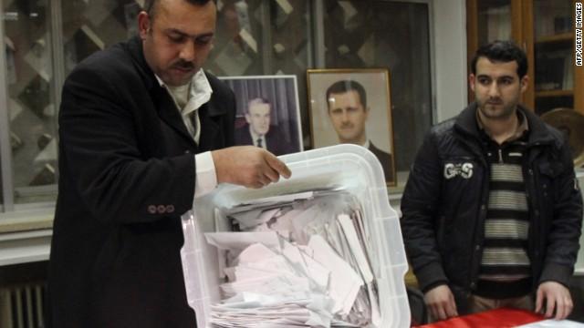 Siria promete entregar los resultados del referéndum constitucional este lunes