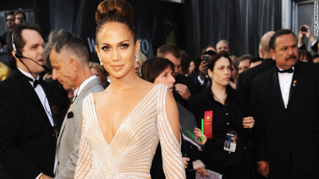 Sorry, Internet, but J.Lo's not getting married
