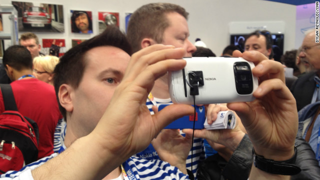 A participant at the Mobile World Congress in Barcelona tries out Nokia's PureView smartphone, February 27, 2012.