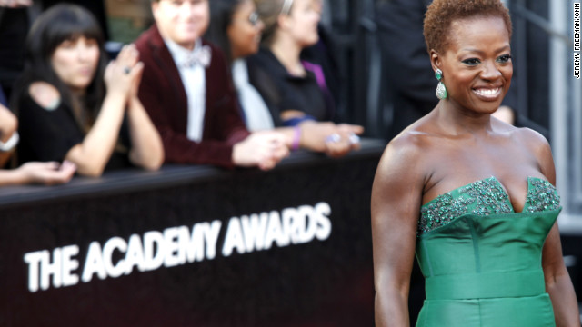 Praise pours in for Viola Davis' natural 'do