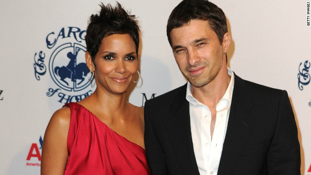 Halle Berry, Olivier Martinez officially engaged
