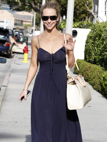 Jennifer Love Hewitt dines in Malibu.
