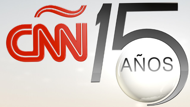 El logo de los 15 años de CNN en Español
