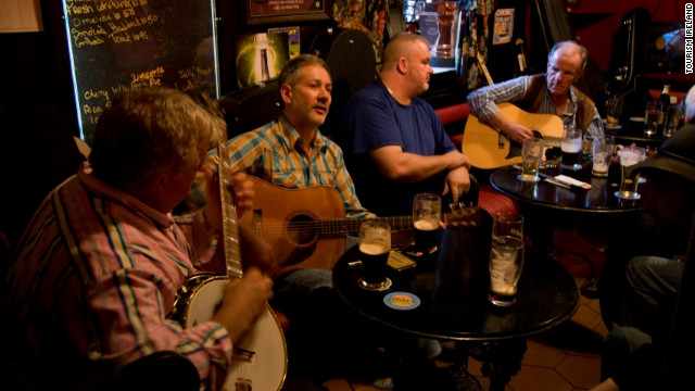 The Johnny Keenan Banjo Festival is an annual celebration of Irish traditional and American bluegrass music that takes place in Longford.