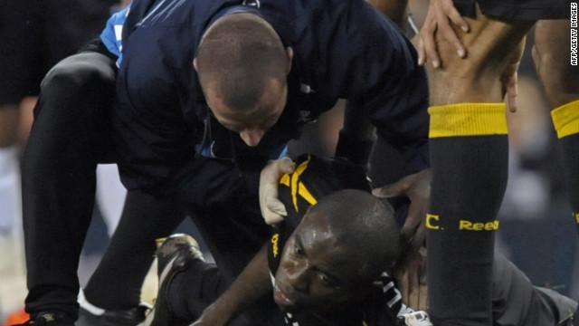 Fabrice Muamba muestra signos de mejoría tras estar al borde de la muerte