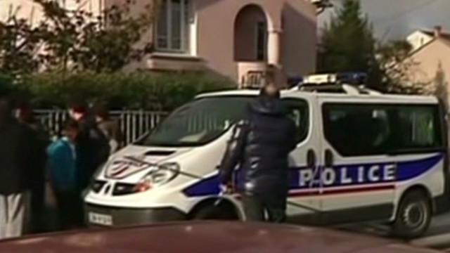 Hombre mata a un maestro y 3 niños en una escuela judía en Francia