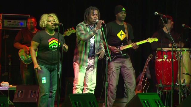 Playing for Change: Músicos callejeros unen al mundo a través de canciones