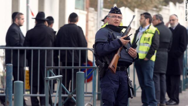Francia sospecha de neonazis como autores del ataque a una escuela judía