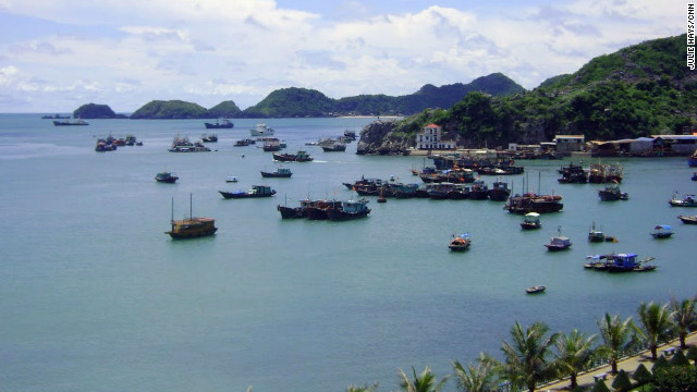 Cat Ba Town is on the southern tip of Cat Ba Island. It offers beautiful views of the bay, fresh seafood and affordable accommodations attracting backpackers from all over the world.
