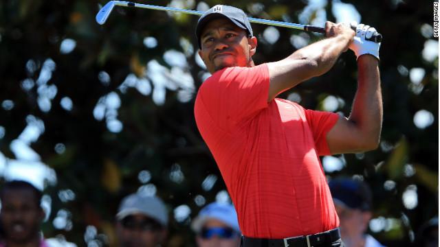 Tiger Woods gana su primer torneo después de dos años y medio