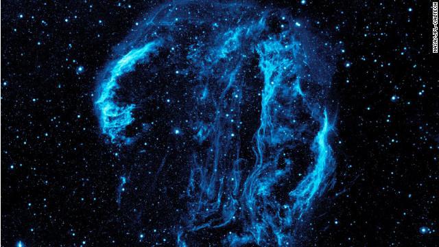 La nebulosa del Cisne, una filigrana espacial de polvo caliente y gas
