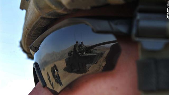 Un hombre disfrazado de militar mata a dos soldados británicos en Afganistán