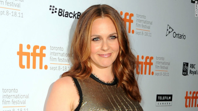 Alicia Silverstone takes cue from birds for feeding time