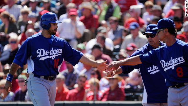 """Grupo de """"Magic"""" Johnson comprará los Dodgers por 2.000 millones de dólares"""