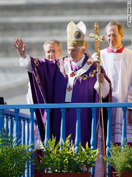 The pope waves as he arrives to conduct Mass at Havana's Revolution Square/