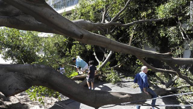 Sube a 17 la cifra de muertos por una tormenta en Argentina