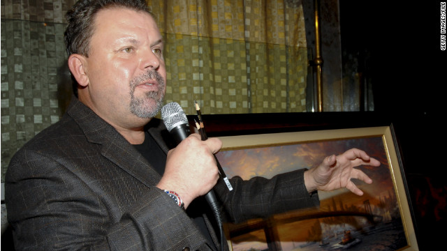 Thomas Kinkade speaks about his art during a gathering in New York City in 2006.
