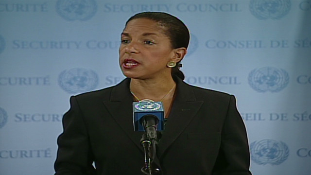 Observadores de la ONU llevan a Siria mientras continúan los combates en ese país