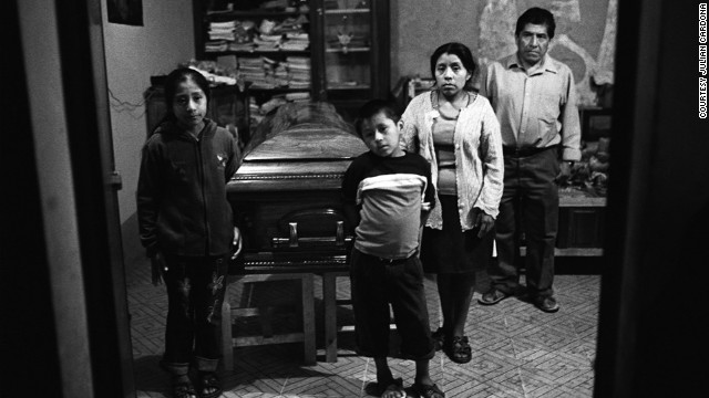 The family of a Mexican national mourn the loss of their loved one. The victim died in Oregon while working as a landscaper, when a tree fell and crushed him.