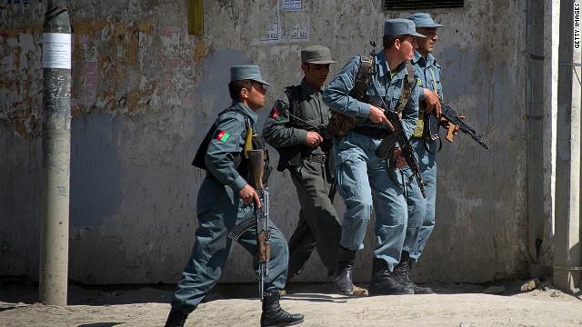 Grupos talibán lanzan ola de ataques terroristas en Afganistán