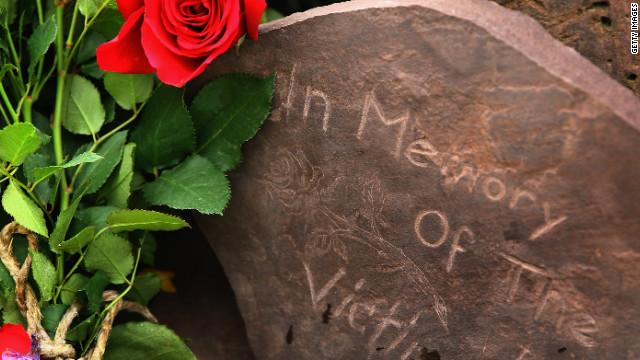 """Primer ministro de Noruega pide """"honrar los muertos"""" en aniversario de masacre"""