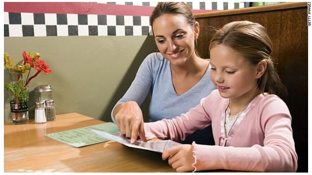 Cómo educar a los niños para comer fuera de casa