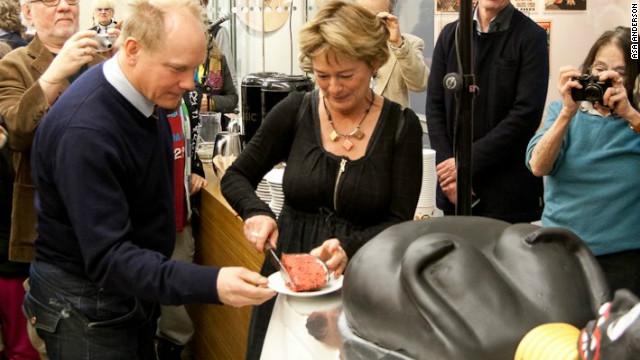 Swedish culture minister Lena Adelsohn Liljeroth cuts the controversial cake.