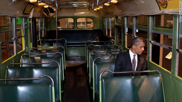Obama visitó histórico autobús clave en la lucha contra la segregación racial en EE.UU.