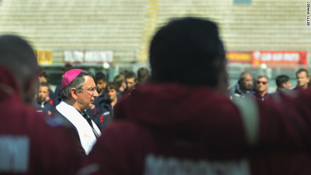 The Bishop of Livorno, Simone Giusti, pays his respects to Morosini.