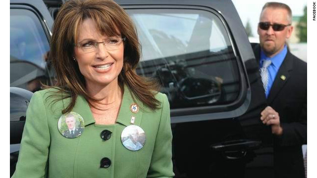 Ex-Secret Service agent David Chaney had a photo of himself and 2008 vice presidential candidate Sarah Palin on Facebook.