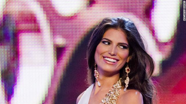 Despojan de su corona a Miss República Dominicana por estar casada