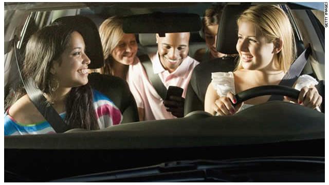 Las mujeres adolescentes se arriesgan más que los hombres al conducir