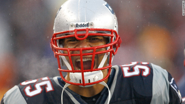 Seau emotes during a Patriots-Cardinals matchup in 2008.