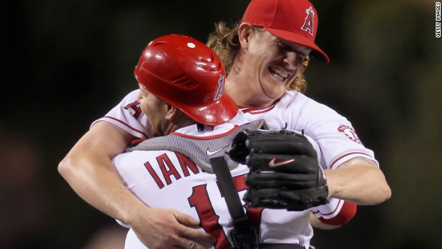 Angels' Weaver throws no-hitter against Twins