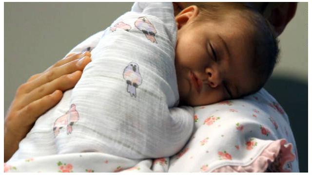 5 formas de calmar el dolor de los bebés después de una vacuna