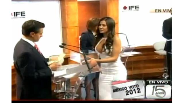 """Una """"exconejita"""" de Playboy se roba el show en debate presidencial de México"""