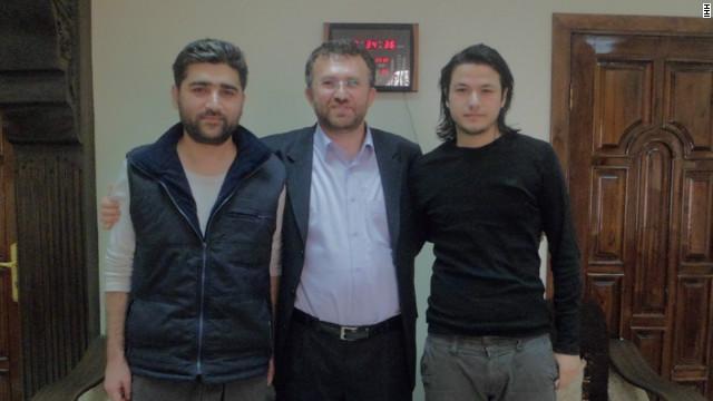 Dos periodistas turcos extraviados en Siria reaparecen en un video