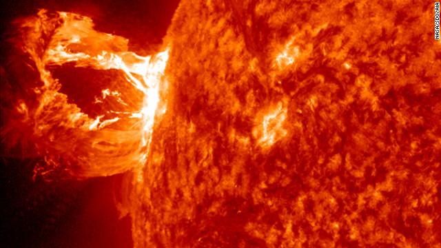 """La NASA detecta una mancha solar """"monstruosa"""""""