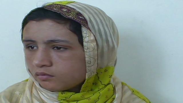Una adolescente afgana violada y torturada reclama castigo similar para sus agresores