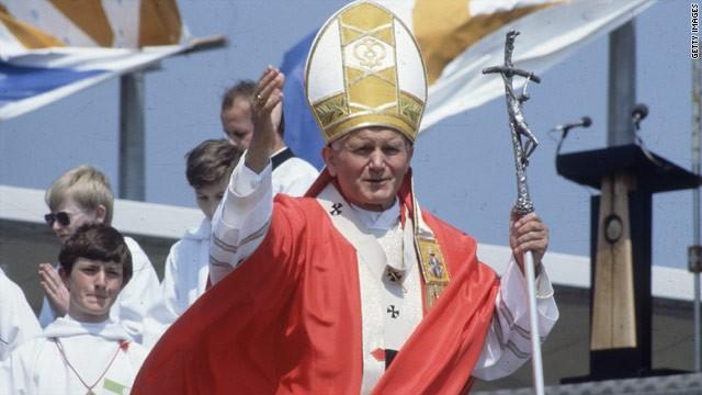 El papa Francisco firma el decreto para declarar santo a Juan Pablo II