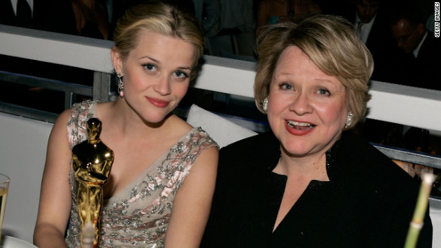 Reese Witherspoon (L) and her mother Mary Elizabeth 