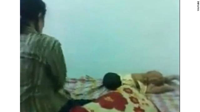 El video de una mujer malaya golpeando a su hija se convierte viral