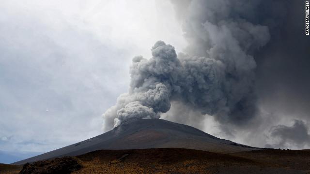 El volcán Popocatépetl aumenta su actividad y lanza material incandescente