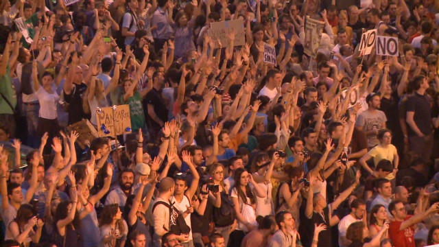 Miles de personas en España reviven las protestas del 15 de mayo contra el Gobierno