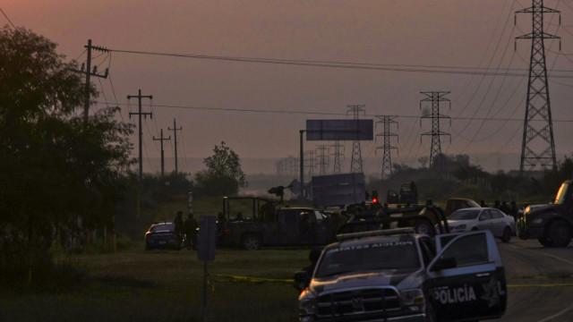 Policía de México encuentra 49 cadáveres en una carretera en Nuevo León