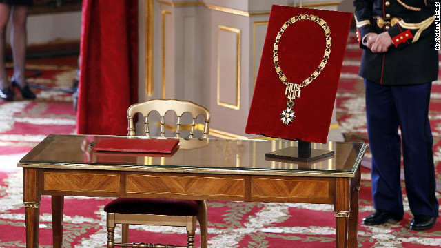 During the ceremony, Hollande received the necklace of the Great Master of the Order of the Legion of Honor.