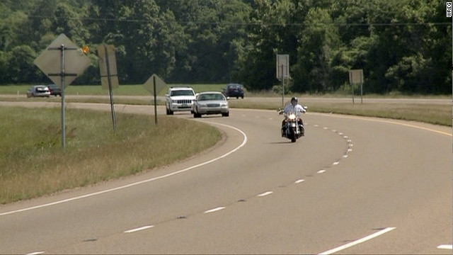 POLICE: PHONY OFFICER COULD BE KILLING MISSISSIPPI DRIVERS - CNN.