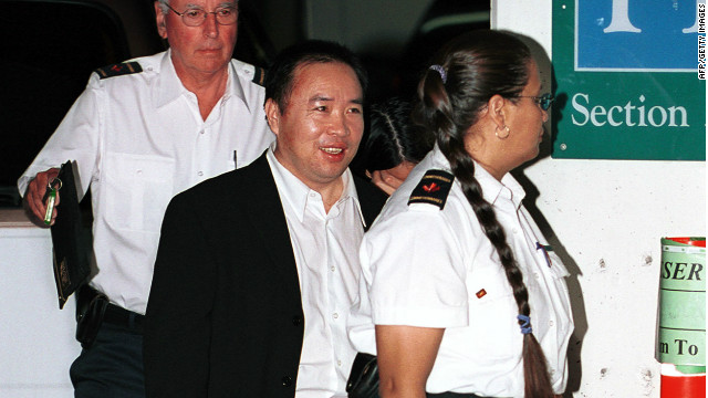 Chinese businessman Lai Changxing is escorted by security guards into a Vancouver federal courthouse on July 12, 2001.
