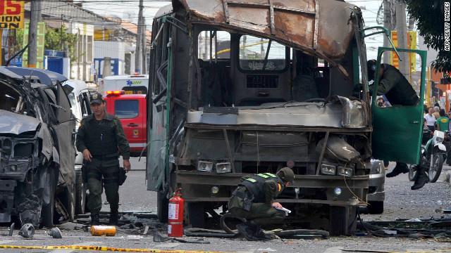 Exministro colombiano deja el hospital tras sobrevivir atentado con bomba
