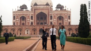 U.S. President Barack Obama and first lady Michelle Obama tour through Humayun\'s Tomb in New Delhi on November 7, 2010.